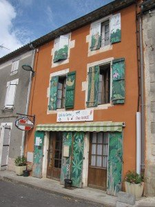 Montemboeuf le Café du Centre renommé Chez Mamie[1]
