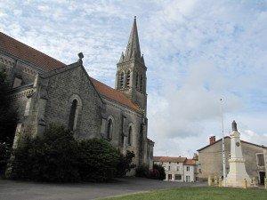 Montemboeuf l'église et le monuments aux morts[1]