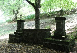 Roche-Charles-Autel chemin de croix (foret de Boslabert)