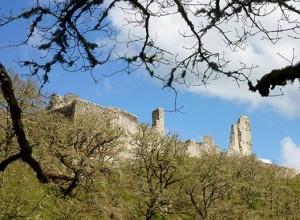 ruines chateau ventadour deouis village moustier ventadour en contrebas.jpg 1